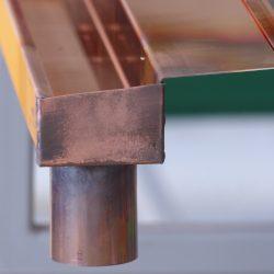 Kupfer Dachrinne mit Einlaufblech
